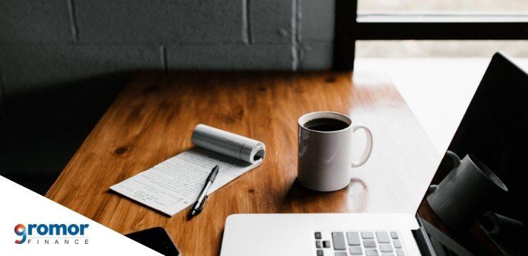 छोटे व्यापार के मालिकों को नेट-बैंकिंग का उपयोग क्यों करना चाहिए, इसके चार कारण नीचे दिए गए हैं!