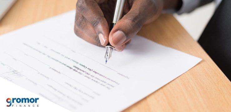 तुमच्या बँक खात्यात किंवा विम्यात नामनिर्देशित व्यक्तीचे (नॉमिनी) नाव कसे जोडावे