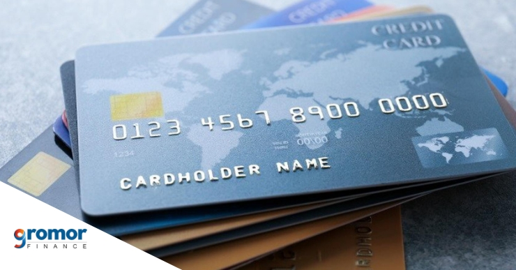 How can a credit card be used to improve CIBIL score
